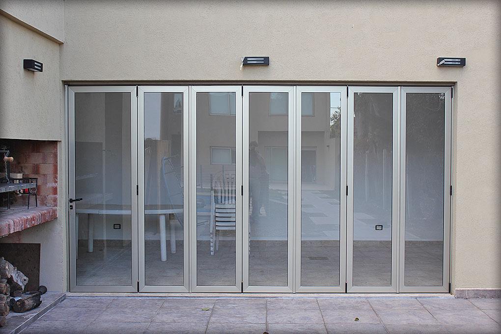 Puertas plegadizas batlo carpinteria de aluminio - Puertas para jardin de aluminio ...